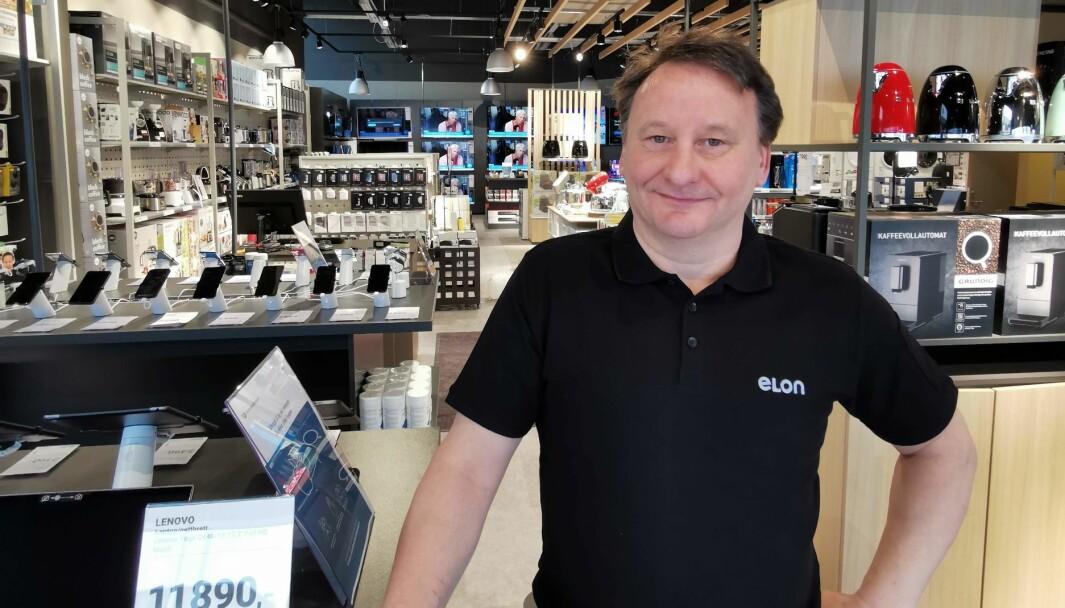 Roger Nymoen, daglig leder og eier av Elons nye butikk i Tromsø, mener at de vil klare seg om de bare får 10 prosent av omsetningen til konkurrenten Elkjøp. De skal vinne kunder gjennom god personlig service.