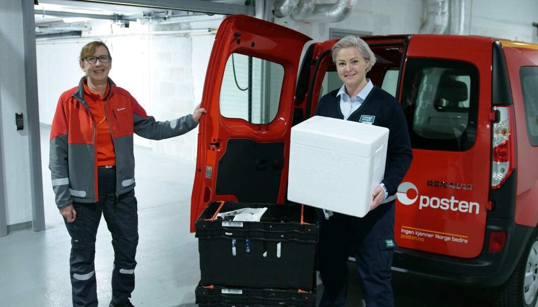 Postbud Heidi Solstad Bakken distribuerer matvarer for Coop på Hadeland. Butikksjef Birgitte Myhr i Coop Mega Harbitz Torg gleder seg til samarbeidet.