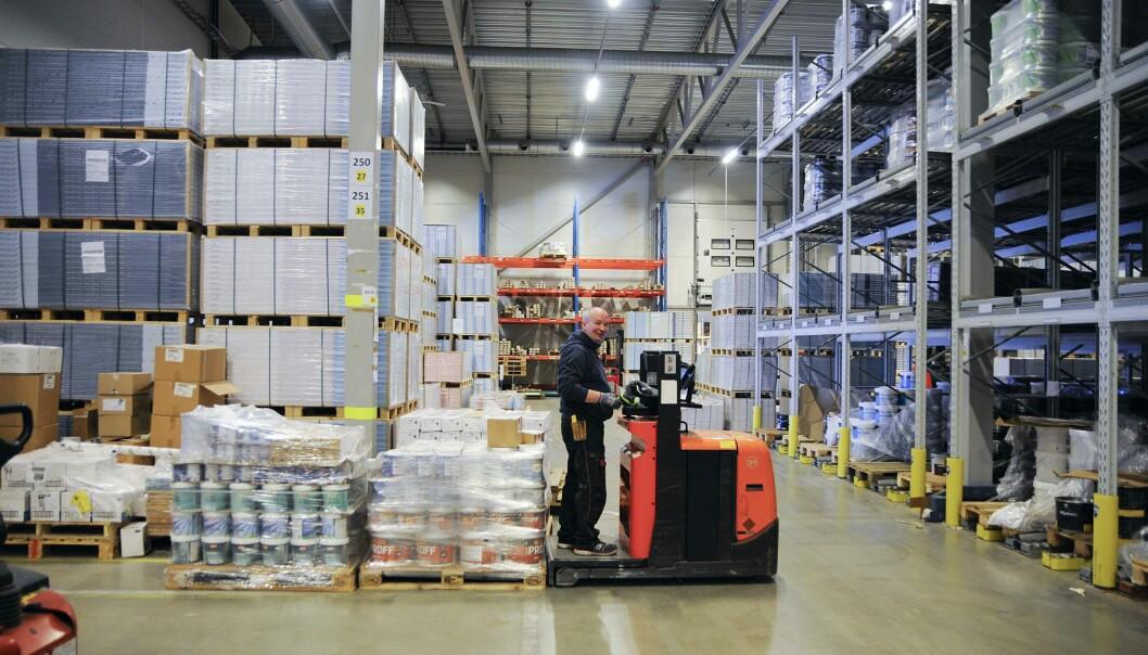 På lageret må de ansatte kunne holde kontroll helt ned på batchnivå.