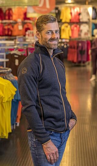 Jens Christian Iglebæk er daglig leder i Leketoy Stormberg Inter AS som er selskapet hvor sports- og turtøyprodusenten Stormberg har all drift, design og produktutvikling.