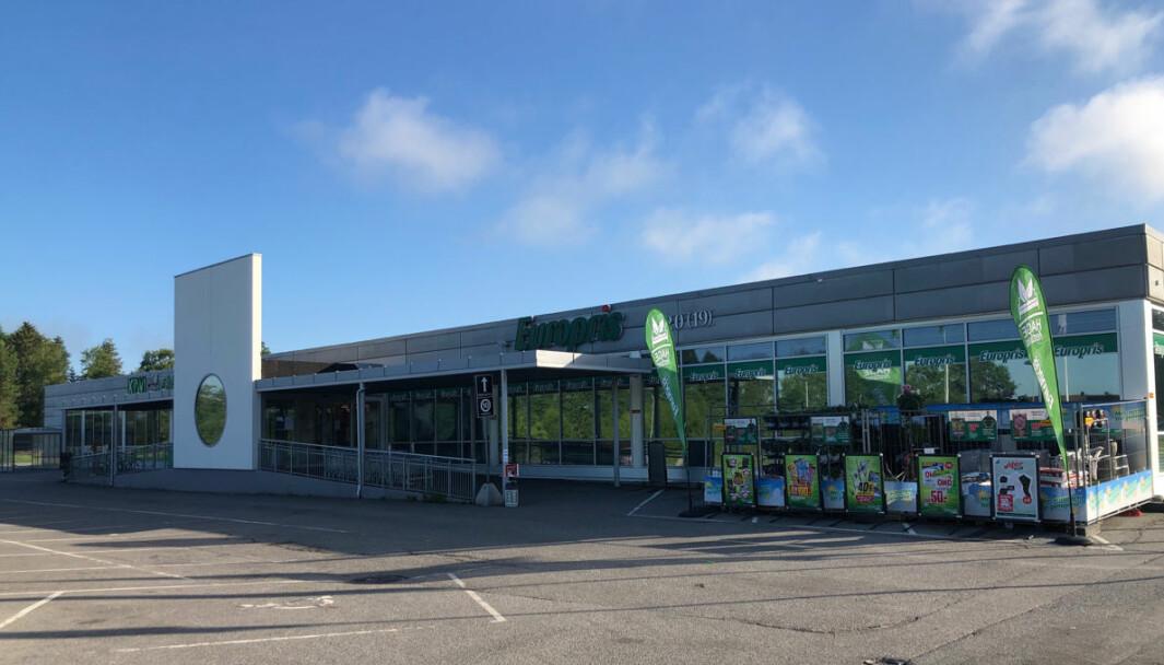 Kløfta Butikksenter huser KIWI og Europris. Kundene til disse butikkene vil få en kronglete adkomst etter kommunens vedtak.