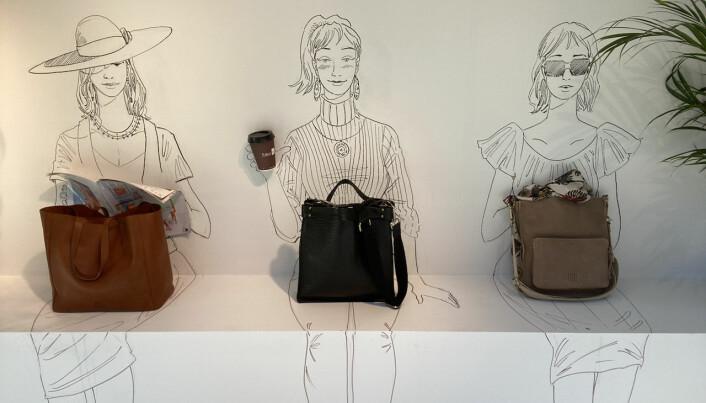Illustratøren Fedor Sapegin som har tegnet tre damer.