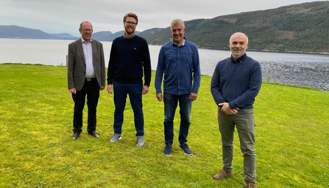 Nøkkelpersoner i transaksjonen, f.v. Altis Lars og Lars Ove Løseth, senterleder Magneten Lars Heirsaunet og selger og eier av Berg Eiendom, Arild Berg.