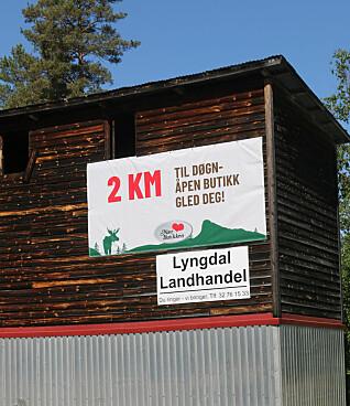 Skiltet som viser vei til døgnåpen butikk.