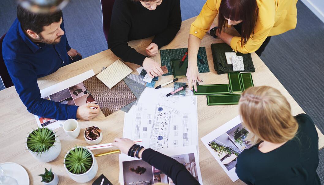 De beste resultatene oppnås ved tett samarbeid med kunden. Den kreative prosessen starter med å skissere ut ulike konseptretninger, idéer og tanker.