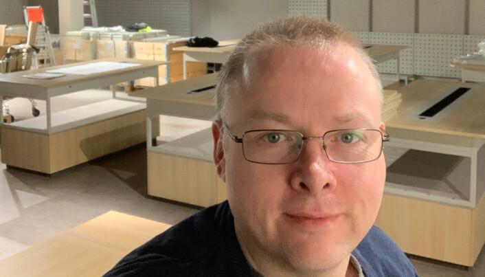 Thomas Edvardsen fremholder «de helt nye og fantastiske flotte lokalene» som velegnet for en elektrobutikk i Rørvik.