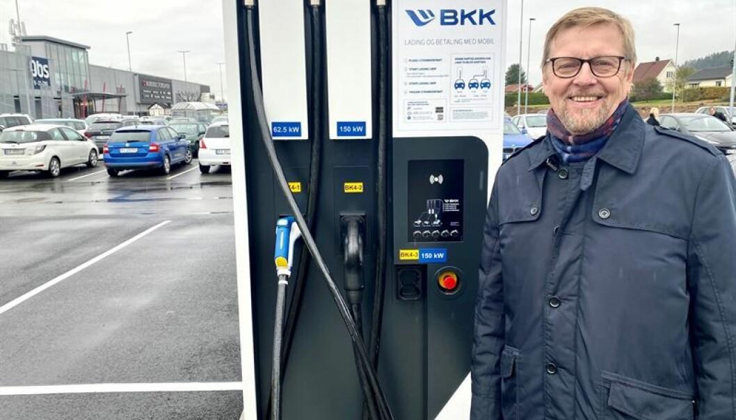 — Både lokale kunder i Drammensområdet og folk på vei til hytta vil ha glede av de nye ladestasjonene, sier Bill Engenes, sjef for bærekraft i Citycon.