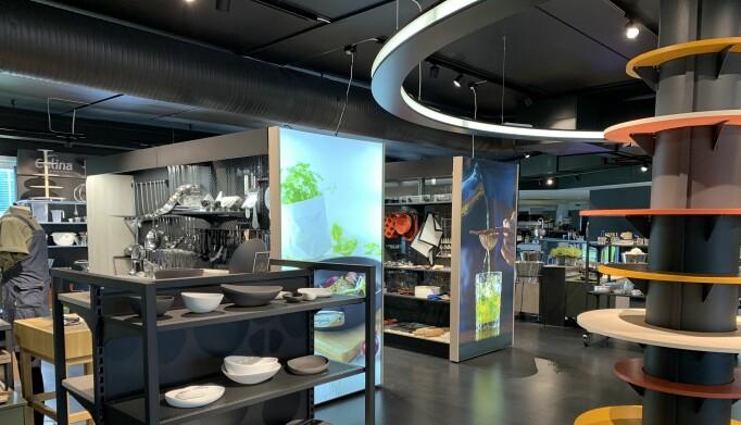Et showroom for glass, servise og servering som ble omgjort med et nytt konsept, tilrettelagt for fleksibilitet og spennende utstillinger.