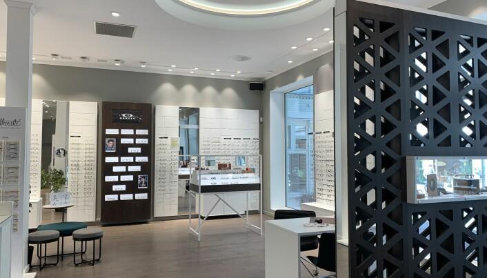 Optikerbutikk omgjort med et gjennomtenkt og solid konsept, med tilrettelegging for lokale tilpasninger.
