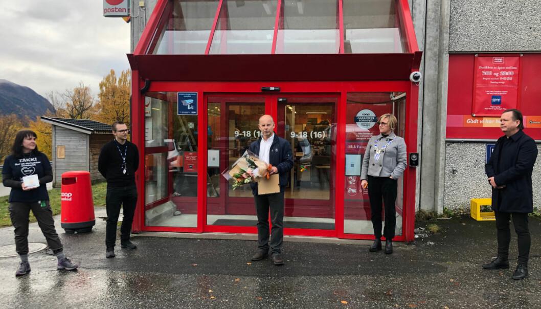 Fra åpningen i forrige uke, butikksjef Tone Hjelle (f.v.), driftssjef Fredrik Iversen, Steinar Fredheim fra Merkur, ordfører Sølvi Dimmen i Volda kommune som stod for den offisielle åpningen, og Atle Stalheim fra Merkur.