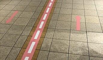Gåmønster-merking eliminerte trafikkork på gangbro