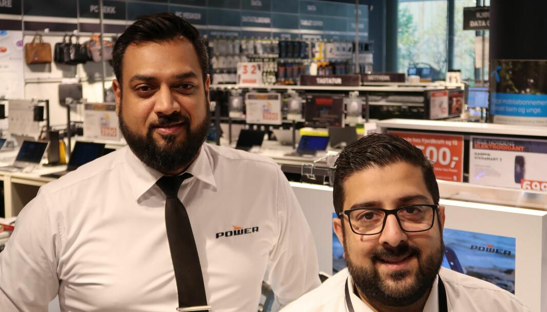 Salgsleder Suraj Hirami og butikksjef Raheel Khan er fornøyd med å få kontinuerlig påfyll av tilbakemeldinger fra kunder.