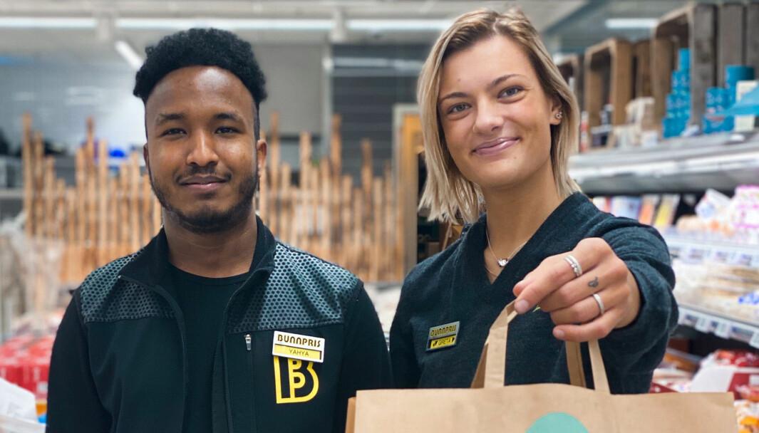 Yahya og Greta hos Bunnpris Leknes - én av de nye butikkene.