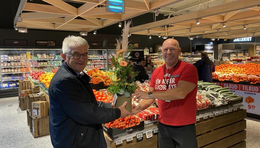 Butikksjef Flemming Kristiansen på MENY Krøgenes i Arendal har 35 ansatte og en butikkflate på ca. 1200 kvm. Han mener at ferskvareavdelingen er blitt Sørlandets flotteste. Ordfører i Arendal, Robert Cornels Nordli, var til stede på åpningen.