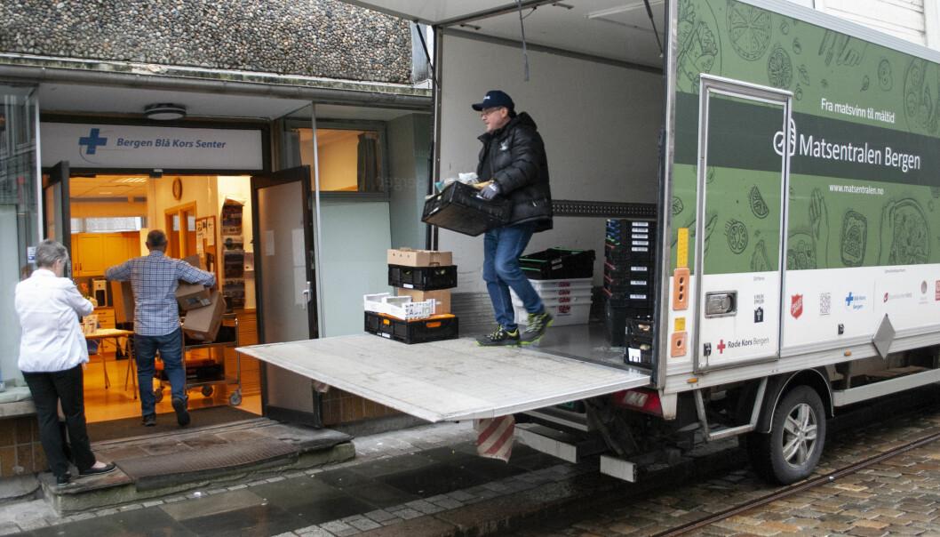 Matsentralen har slitt med å få nok mat til sine sentraler rundt om i landet. Joker og Nærbutikken gir støtte.