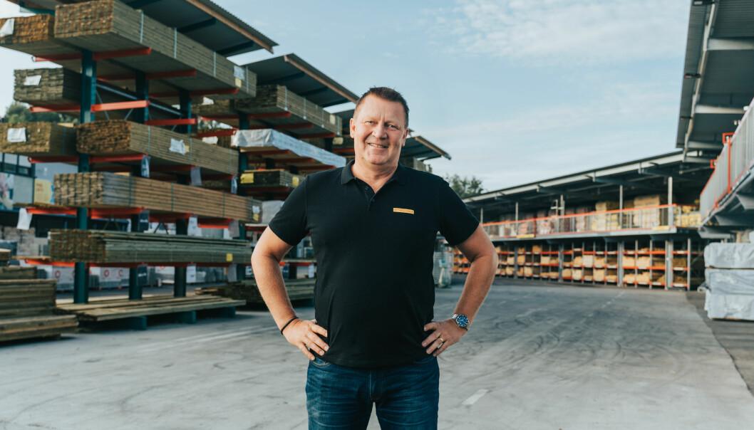 Norgessjef i Byggmax, Mikael Bengtsson, ønsker å få med seg alle Norges hjemmefiksere på å fikse noe fredag 27. november.
