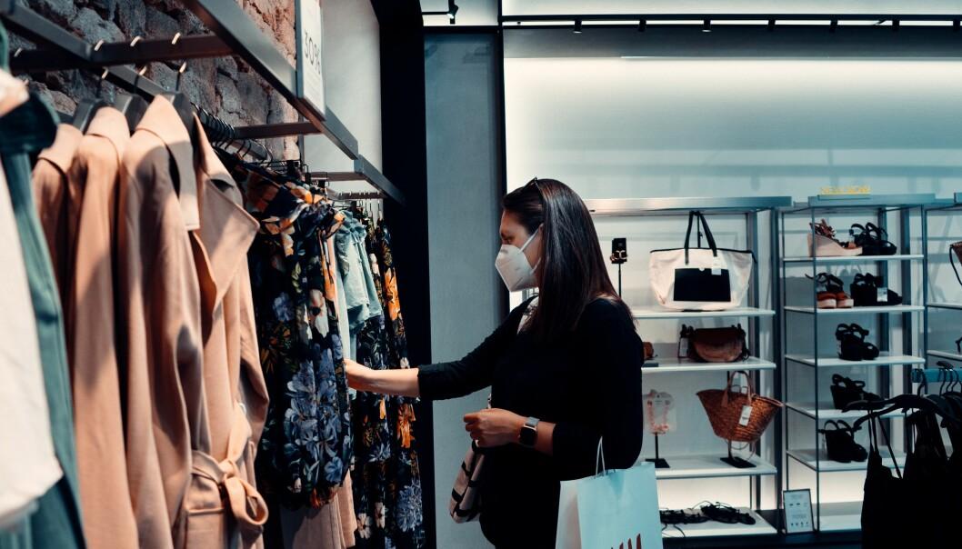 Flere er blitt bekymret for å handle i butikker.