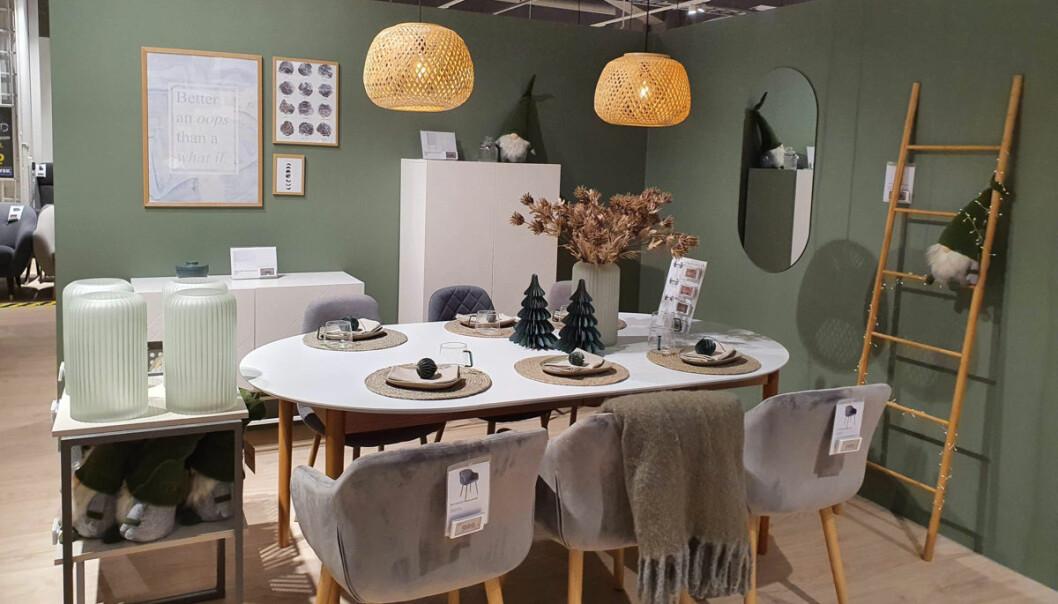Flere miljøsoner gjør det lettere for kundene å forestille seg møblene i eget hjem.