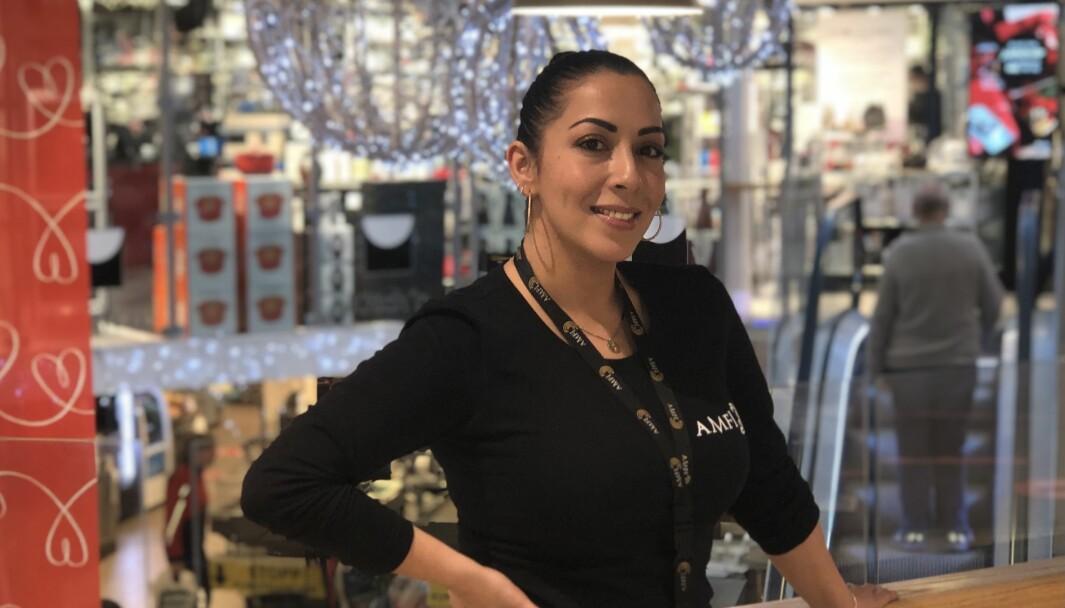 Senter- og driftsleder Malin Virginia Tinjaca: – Vi er et lite senter i en liten by, så vi har god kontroll i form av kundetellere og overvåkning.
