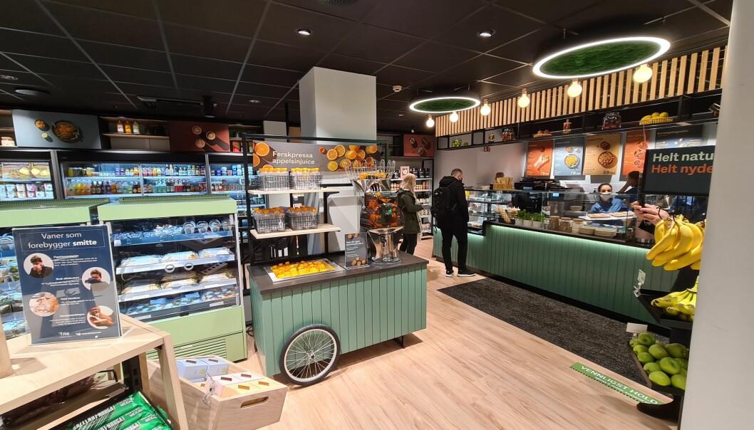 Juicestasjonen hvor kunden kan lage sin egen juice av ferske appelsiner, passer inn i Veggie de Luca-konseptet som Puume har utviklet for NorgesGruppen.
