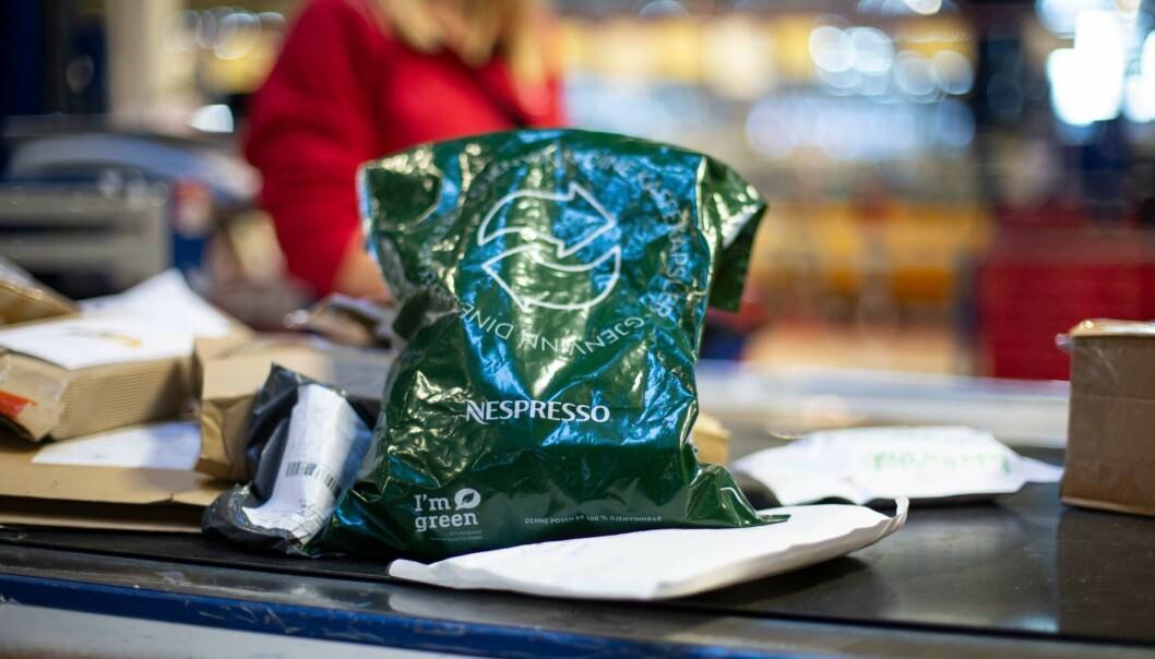 Kunden kan få returposen samtidig som kapslene kjøpes i butikken.
