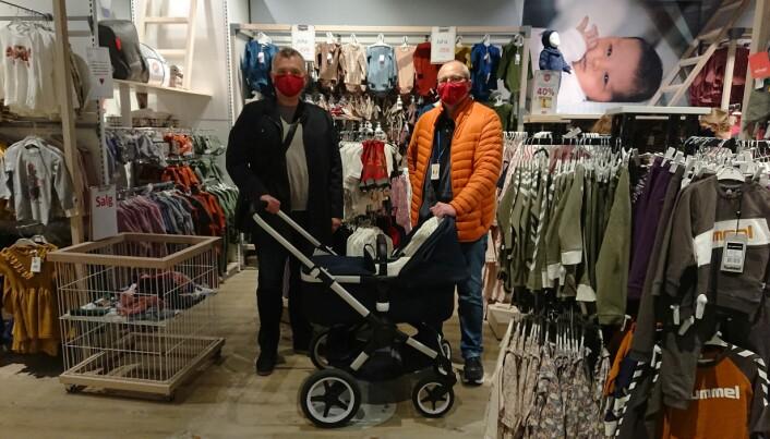 I høst opplevde Strømmen Storsenter en rekke tyverier med barnevogn. T.v. Steinar Vadla Risa fra Vadla Trygghetsbyrå og t.h. senterleder Kristian Ruud.