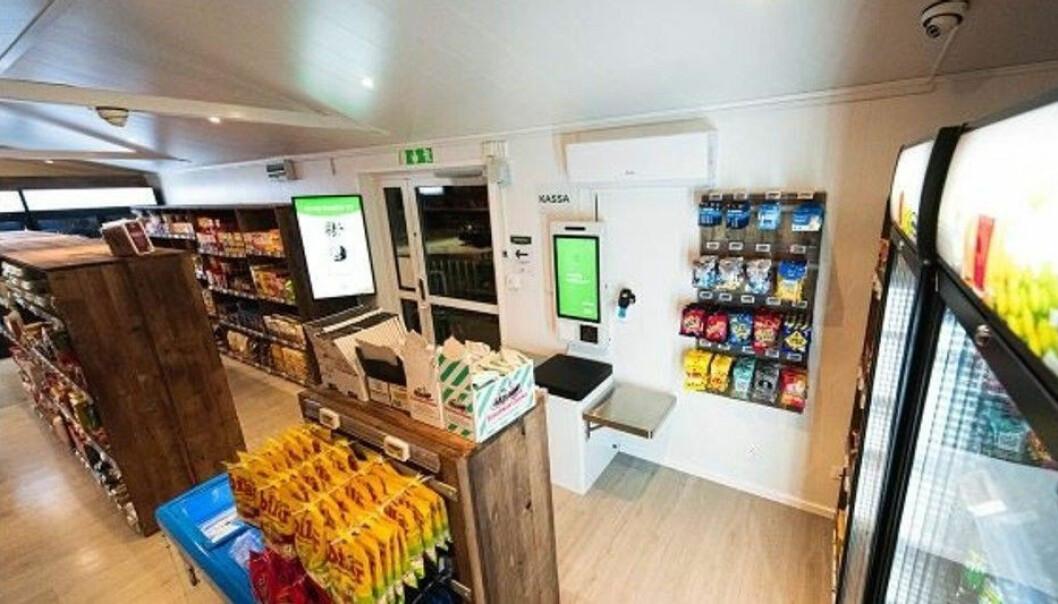 Butikken til søsterselskapet i Sverige (24-Sju Snabbköp Sverige) fører et tusentall produkter, både lokale og kjente merkevarer.