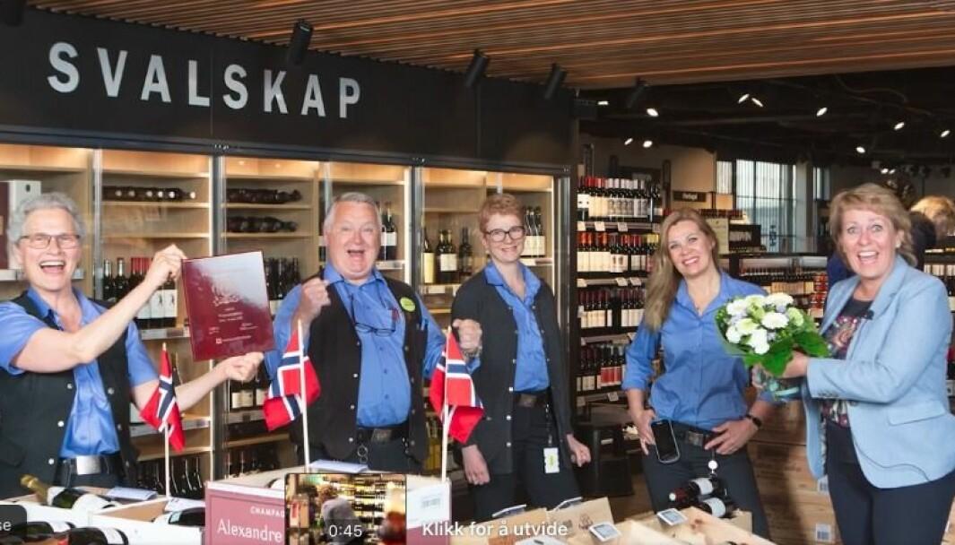 Vinmonopolet mottok Kundetilfredshetsprisen for 2020 av Norsk Kundebarometer, som første retailaktør noensinne.