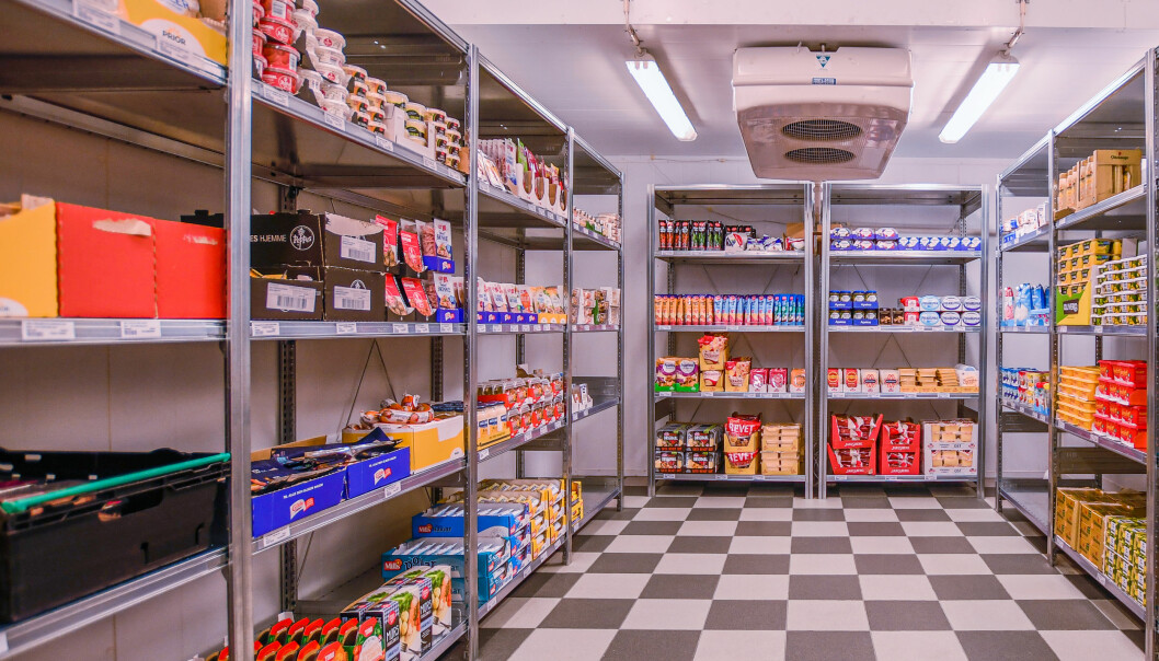 i en dark store er det kun betjening eller bud som plukker varer, ikke kundene.