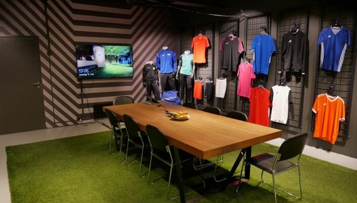 I klubbrommet forhandler Torshov Sport fram avtaler med samarbeidsklubber og velger ut kolleksjoner. Netthandelen er både B2C og B2B.