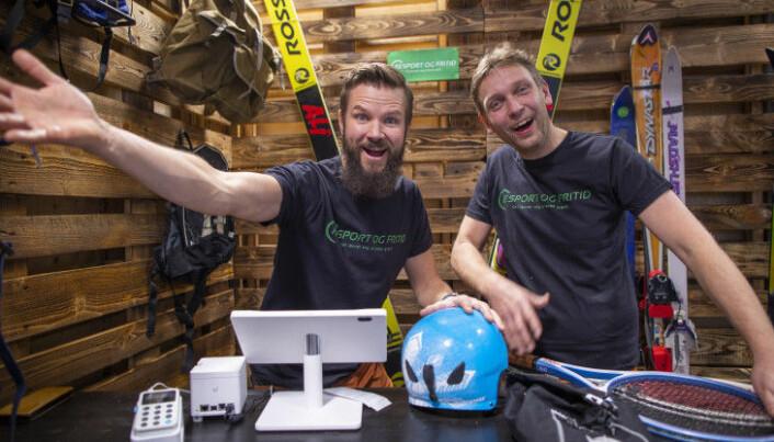 Vidar Frøysaa og Hans Christian Johnson i Re:Elektro i kretsløpparken reparerer og selger brukt elektronikk til hjemmet.