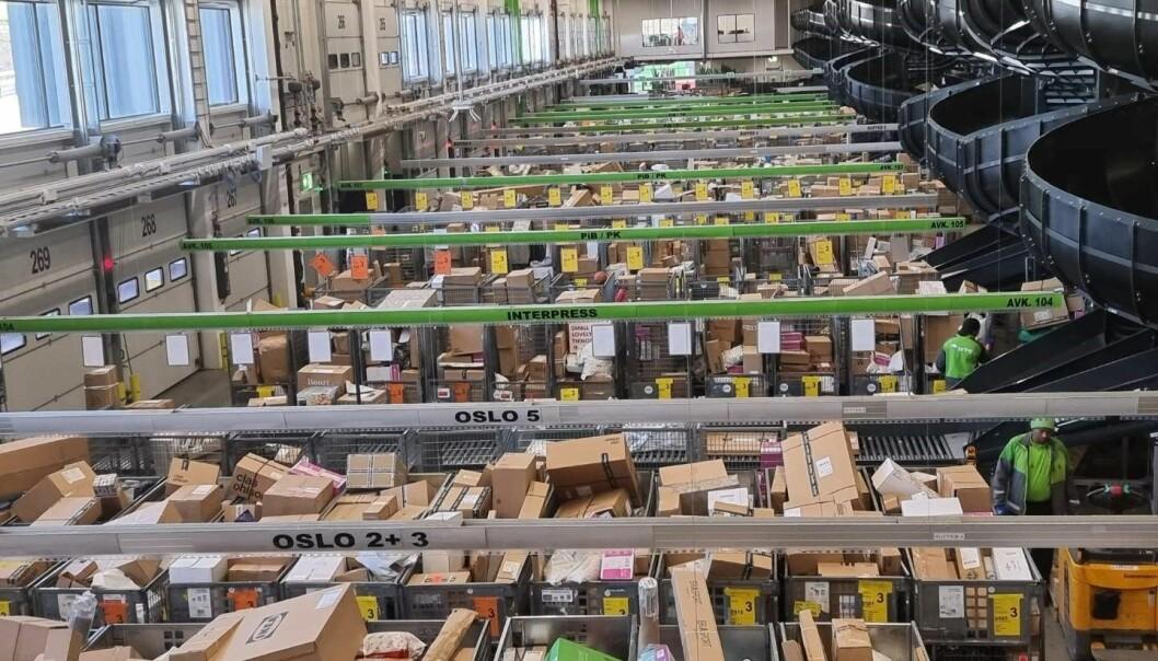 I midten av mars er det julerush med pakker hos Posten og Brings Logistikksenteri Oslo.