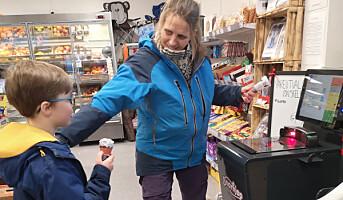 Flere distriktsbutikker over på selvbetjent