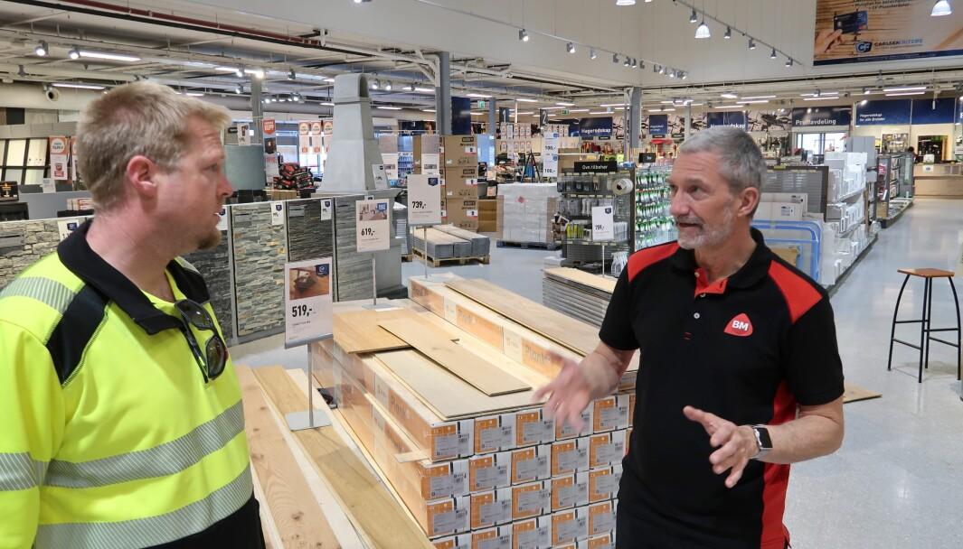 Byggmakker CF bruker Maze som et coachingverktøy. Her Torgrim Lanes selger kapitalvarer t.v. og Vidar Monsen, daglig leder på varehuset i Sandefjord.