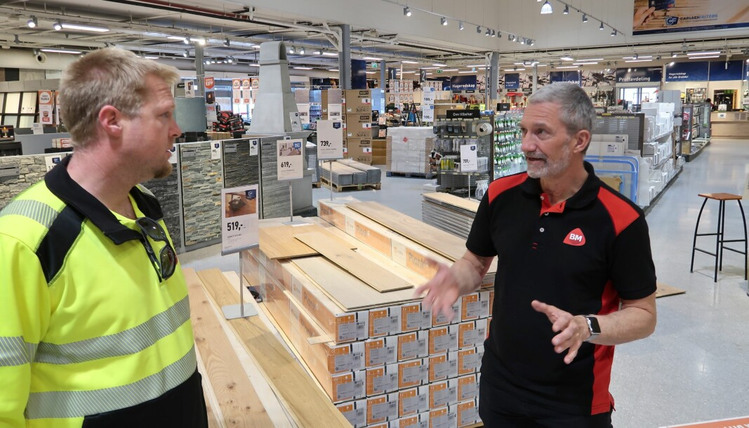 Byggmakker CF uses Maze as a coaching tool. Here, Torgrim Lanes Sales Representative for capital goods (on left) and Vidar Monsen, General Manager of Byggmakker CF's megastore in Sandefjord.