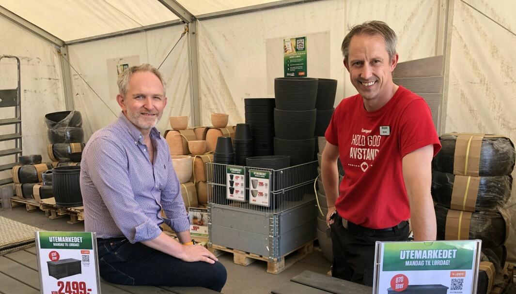 Lars Ove Davidsen (leder for digitale prosjekter i Europris) og Morten Mjelde (butikksjef Europris i Dikeveien) er spent på erfaringene med selvbetjening i utemarkedet.