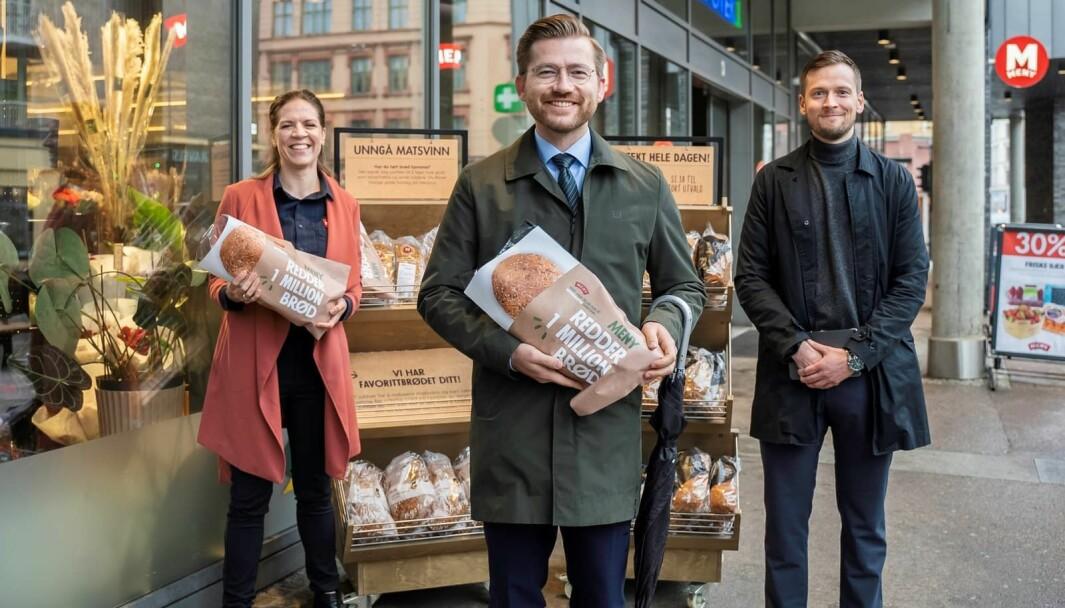 Norsk teknologi skal ut i verden. F.v. Mari Kasbo, kategoriansvarlig bakeri i MENY, Sveinung Rotevatn og Simon Fossum, prosjektleder Link Retail.