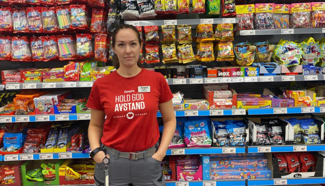 Butikksjef Maria Eline Solsvik på Europris Ottestad rykker ut mot stadig yngre som nasker i butikker.