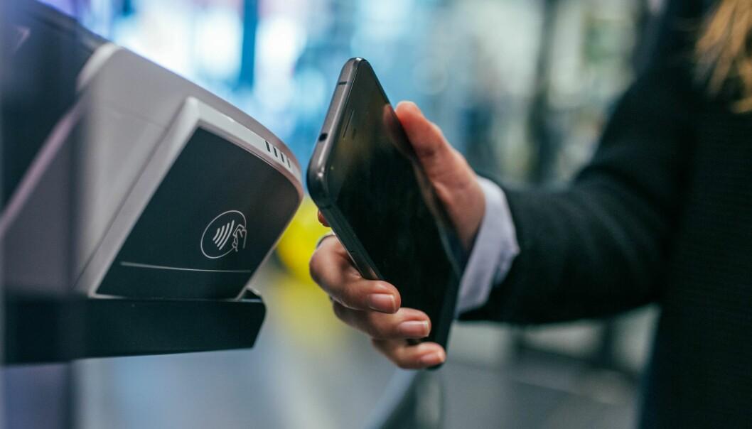 I Norge har kontaktløse betalinger økt fra 75 prosent i fjor til 83 prosent i første halvdel i år.