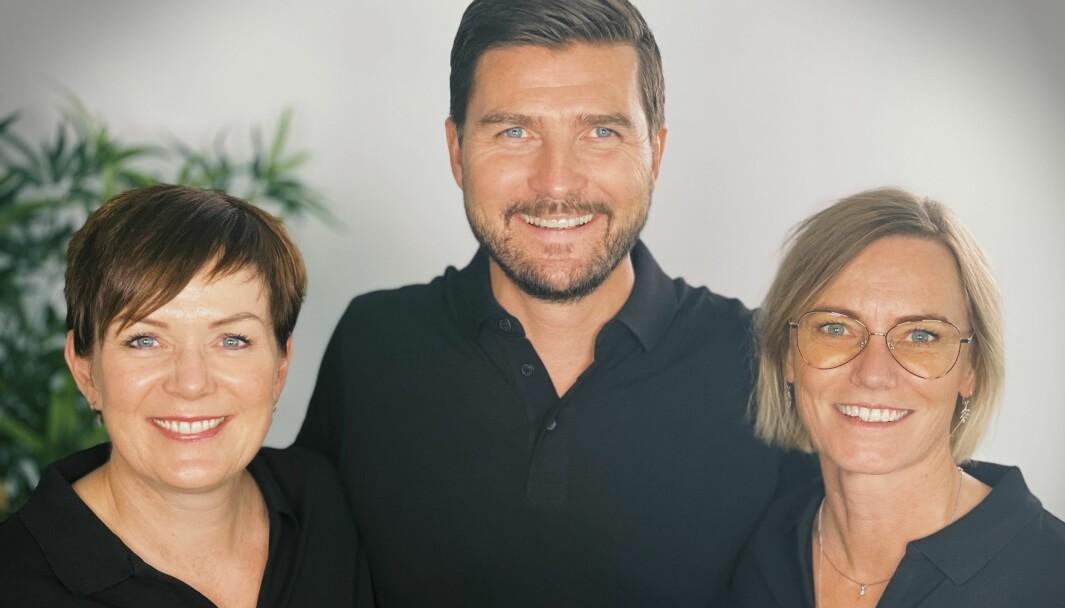 May Britt Østby (t.v.) går ut mens Nina Kleppe (t.h.) rykker opp og blir retaildirektør for Specsavers. Toppsjef Henning Eriksen fortsetter å utvikle det han ønsker skal bli Norges beste retail-team.