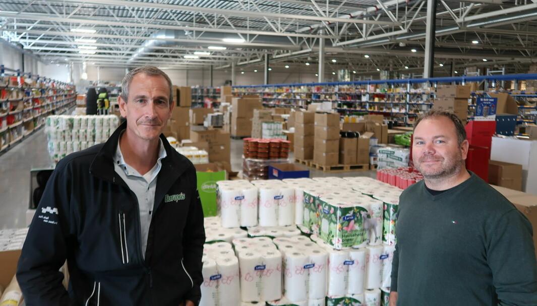 Jan Eilef Engen – direktør for Europris' sentrallager i Moss – og Espen Andresen – driftsleder utgående, Logistikk – jobber med å fintune logistikken på lageret, en prosess som tar flere år.