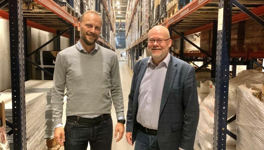 Steffen Larvoll (til v.) og Tom Jarle Dehkes starter selskap for å bistå retailere med å knytte sammen kundereisen og varereisen.